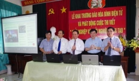 Bao Hoa Binh dien tu chinh thuc khai truong - Anh 1