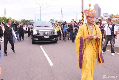Le tang Thien vuong Dai Loan: Hang nghin nguoi co mat tien dua - Anh 3