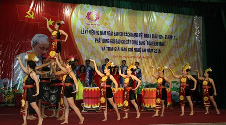 Trao giai Bao chi Nghe An nam 2016 - Anh 4