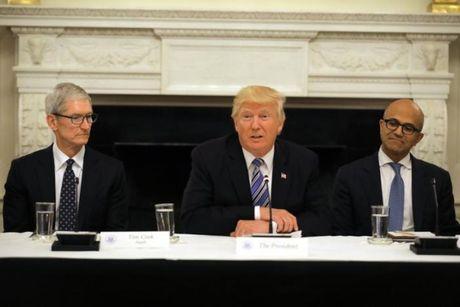 Tong thong Trump tiep tuc gap 18 CEO cong nghe hang dau cua My nham cai to chinh phu - Anh 1