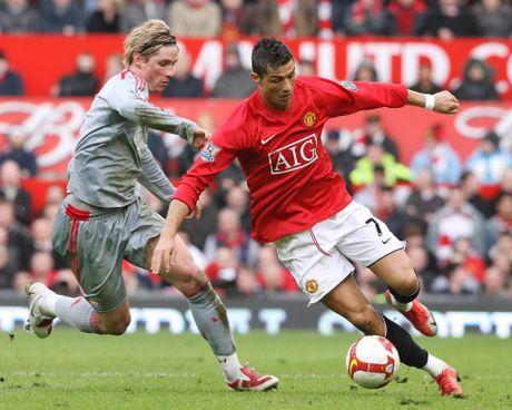 Ronaldo se tro lai Man United trong hinh hai cua mot 'Vua vong cam'! - Anh 1