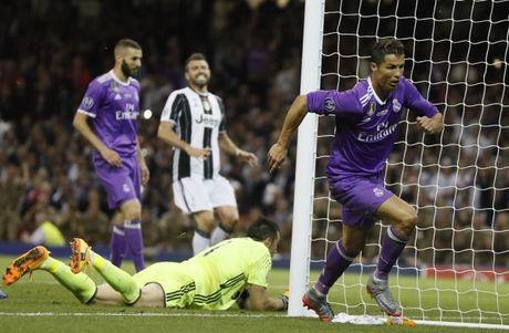 Ronaldo se tro lai Man United trong hinh hai cua mot 'Vua vong cam'! - Anh 2