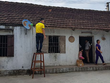 MobiFone lap dat hon 90.000 dau thu DVB-T2 cho dan ngheo Nam Dinh, Ninh Binh - Anh 1