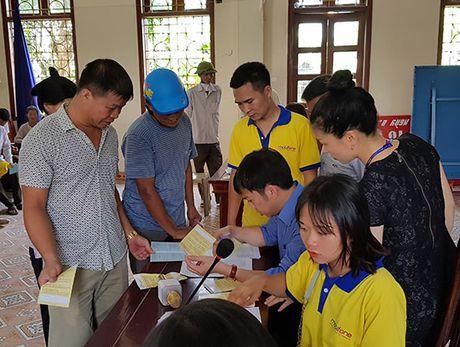 MobiFone lap dat hon 90.000 dau thu DVB-T2 cho dan ngheo Nam Dinh, Ninh Binh - Anh 2