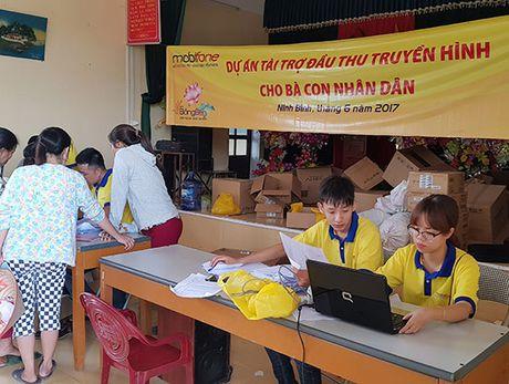 MobiFone lap dat hon 90.000 dau thu DVB-T2 cho dan ngheo Nam Dinh, Ninh Binh - Anh 3