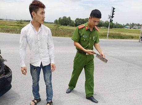 Va cham giao thong, tai xe xe cuu thuong vac dao truy sat nguoi - Anh 2