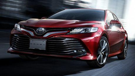 Toyota Camry Hybird 2018 ra mat thi truong Nhat Ban, tieu thu 33,4 km/lit - Anh 1