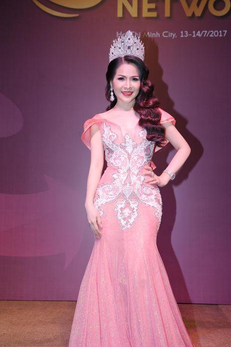 Hoa hau Le Thanh Thuy khoe nhan sac long lay va nu cuoi hut hon - Anh 1