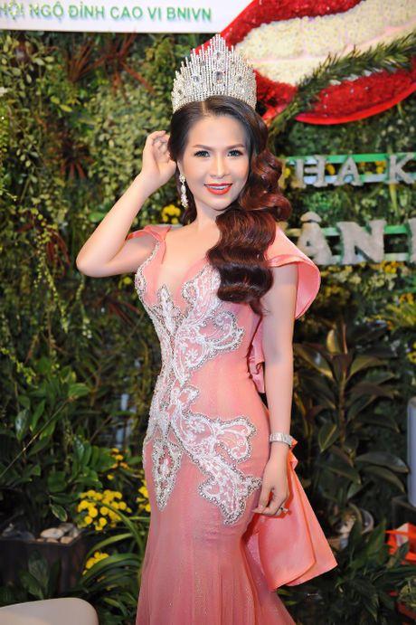 Hoa hau Le Thanh Thuy khoe nhan sac long lay va nu cuoi hut hon - Anh 2
