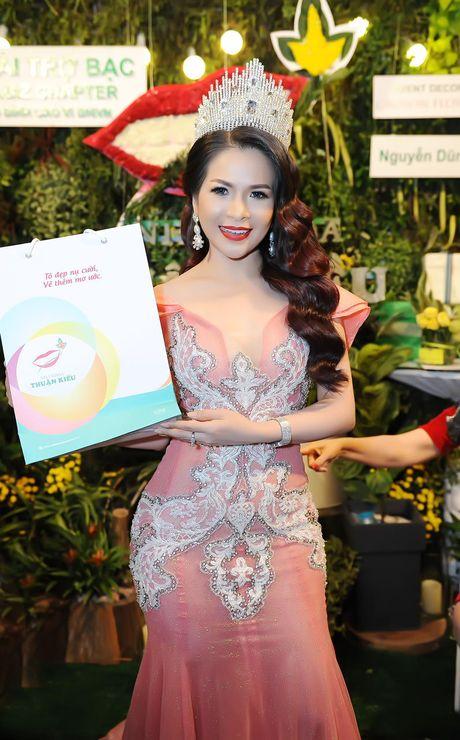 Hoa hau Le Thanh Thuy khoe nhan sac long lay va nu cuoi hut hon - Anh 3