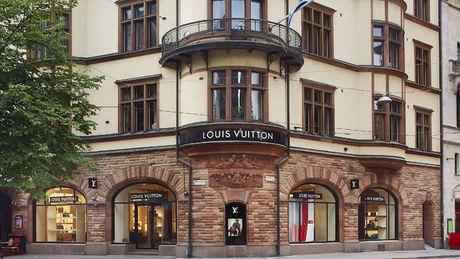 Louis Vuitton quyet canh tranh truc tiep voi Apple tren san choi smartwatch - Anh 2