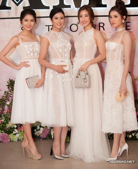 Hoa hau My Linh mac xuyen thau kem tinh te; Thi sinh Next Top Model au da - Anh 1