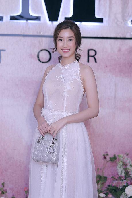 Hoa hau My Linh mac xuyen thau kem tinh te; Thi sinh Next Top Model au da - Anh 2