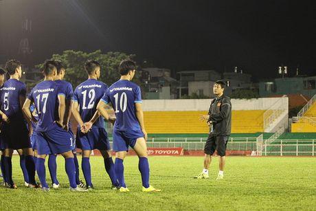 HLV Huu Thang 'do ni dong giay' cho U22 Viet Nam - Anh 2