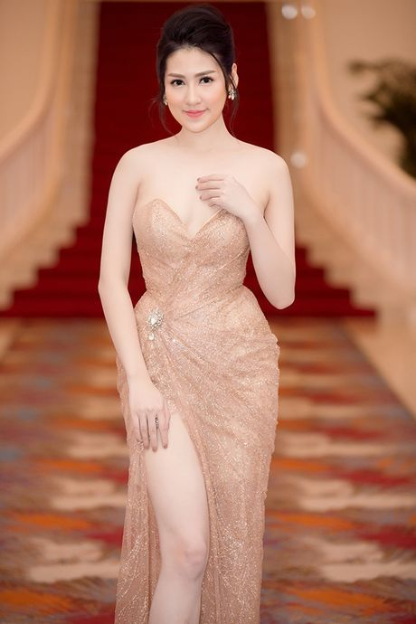 A hau Duong Tu Anh khoe kheo 'so do vang' - Anh 9