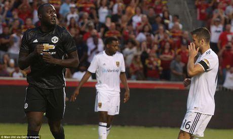 Lukaku 'no sung,' mang chien thang ve cho Manchester United - Anh 2
