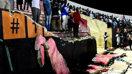 Senegal dieu tra tham kich o san bong khien 68 nguoi thuong vong - Anh 1