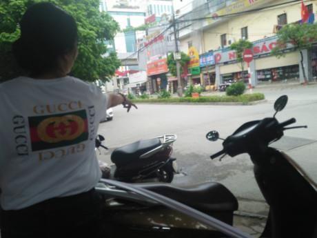 Pho Chu tich quan doi co voi dan: Dieu dang buon hon - Anh 1