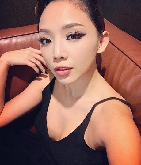 'Ban loan' vi Toc Tien chuong mac ao hai day xe sau hun hut o nha - Anh 10