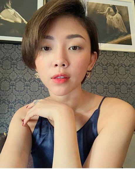 'Ban loan' vi Toc Tien chuong mac ao hai day xe sau hun hut o nha - Anh 5