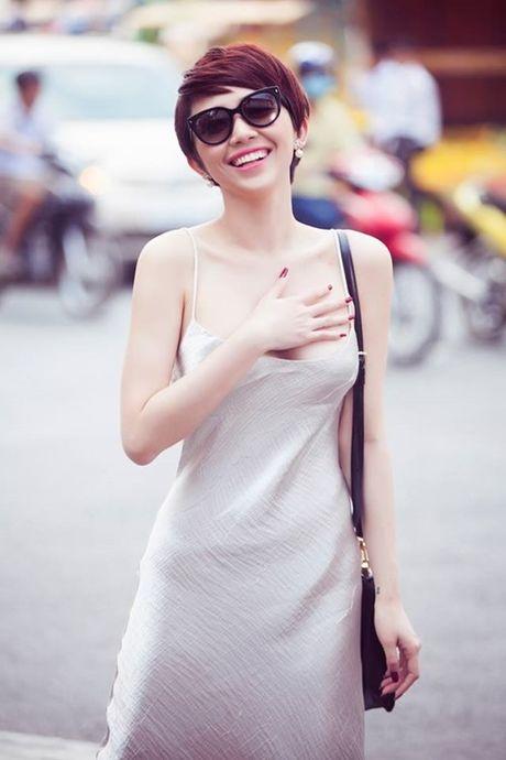 'Ban loan' vi Toc Tien chuong mac ao hai day xe sau hun hut o nha - Anh 8