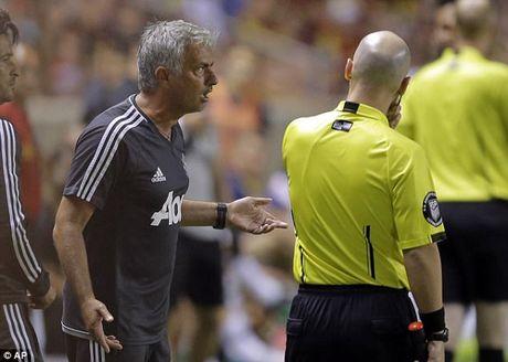 Da giao huu nhan the do, Jose Mourinho ung ho hoc tro - Anh 1