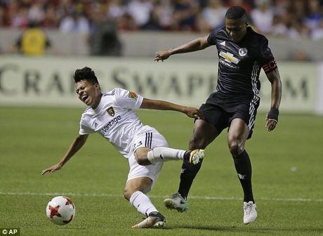 Da giao huu nhan the do, Jose Mourinho ung ho hoc tro - Anh 2