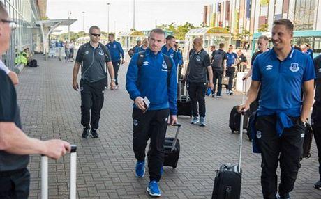Rooney va dan sao Everton met moi di chuyen toi Ha Lan - Anh 1