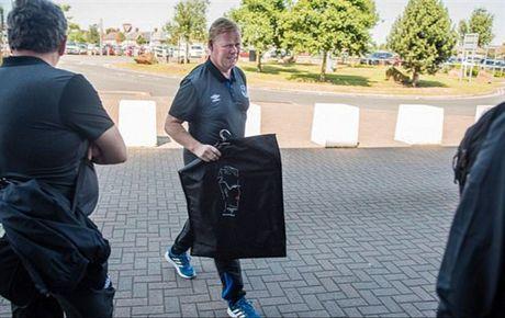 Rooney va dan sao Everton met moi di chuyen toi Ha Lan - Anh 4