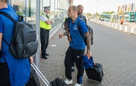 Rooney va dan sao Everton met moi di chuyen toi Ha Lan - Anh 9