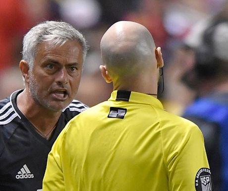 Mourinho noi gi ve chiec the do ngo ngan cua Valencia? - Anh 1