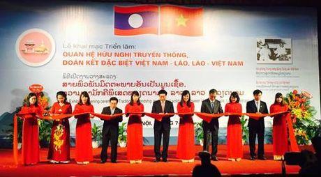 Khai mac trien lam 'Quan he huu nghi truyen thong, doan ket dac biet Viet Nam- Lao, Lao - Viet Nam' - Anh 1
