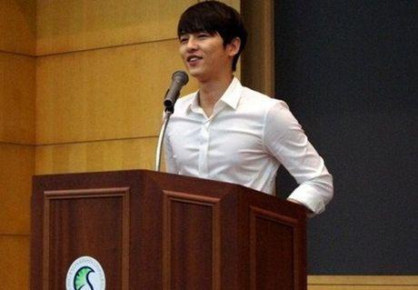 Tiet lo hinh anh cua Song Joong Ki thoi dai hoc gay chu y - Anh 2