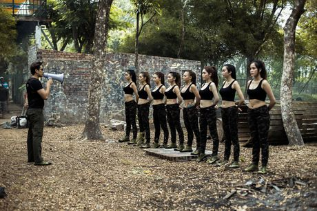Kieu Minh Tuan va Nam Thu vao vai trum cuoi trong phim ca nhac moi cua nhom Nhat Nguyet - Anh 1