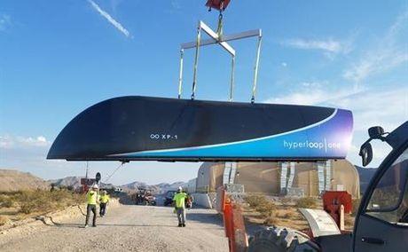 Tau dien sieu am Hyperloop One lan dau tien thu nghiem he thong hoan chinh - Anh 1