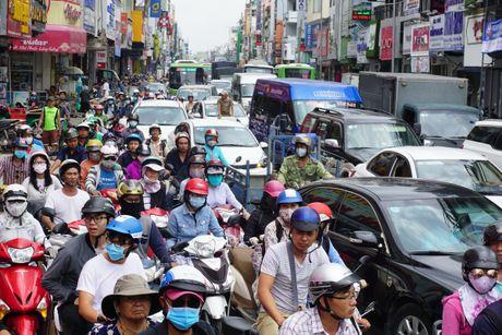 """""""Giai cuu"""" xe rac bi sup ho sau tren duong Hai Ba Trung - Anh 3"""