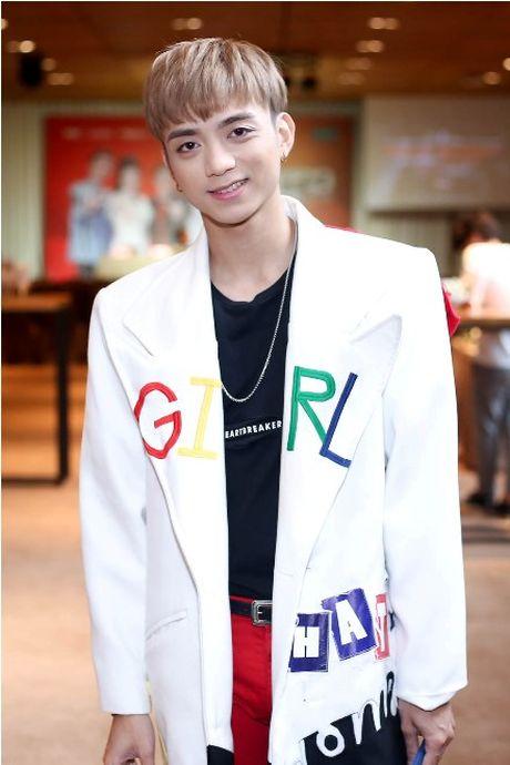 Giua scandal vua yeu da chia tay Hien Ho, Soobin Hoang Son ca tinh du hop bao The Voice Kids - Anh 3