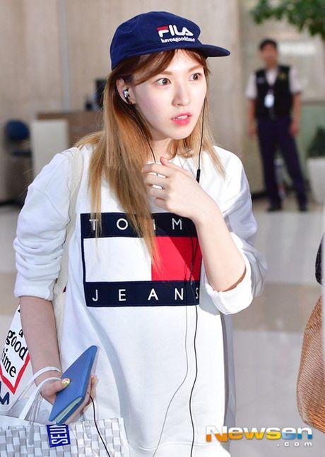 Tae Yeon khoe eo 'con kien', Red Velvet dien do binh dan - Anh 10