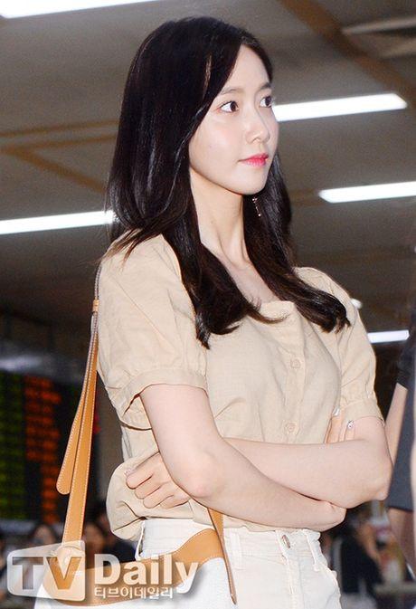 Tae Yeon khoe eo 'con kien', Red Velvet dien do binh dan - Anh 2