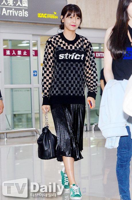 Tae Yeon khoe eo 'con kien', Red Velvet dien do binh dan - Anh 6
