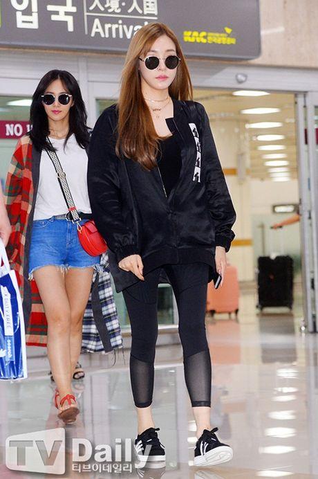 Tae Yeon khoe eo 'con kien', Red Velvet dien do binh dan - Anh 7