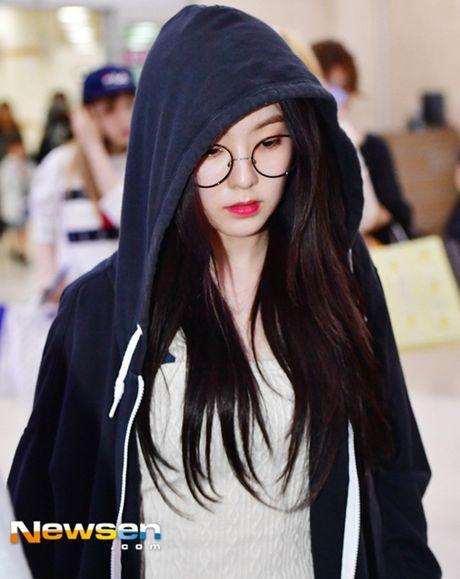 Tae Yeon khoe eo 'con kien', Red Velvet dien do binh dan - Anh 9
