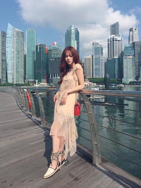 Street style 'khong co gi de che' cua sao Viet tuan thoi tiet that thuong - Anh 10
