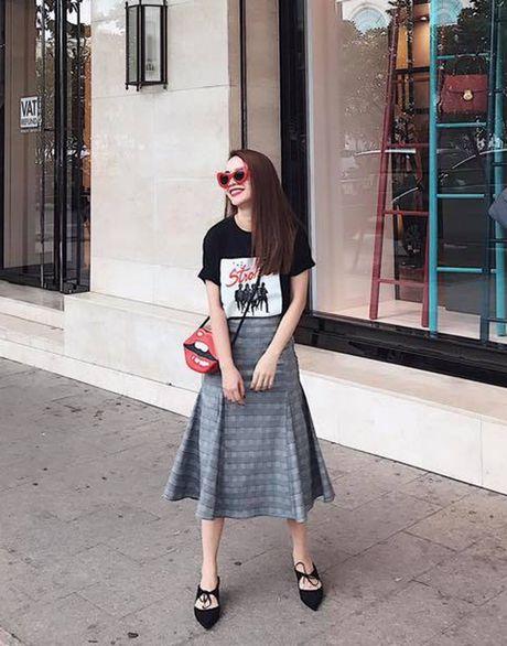 Street style 'khong co gi de che' cua sao Viet tuan thoi tiet that thuong - Anh 7