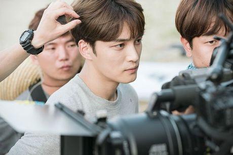 SOC: JaeJoong (JYJ) phai khau 7 mui vi gap tai nan khi dong phim - Anh 1