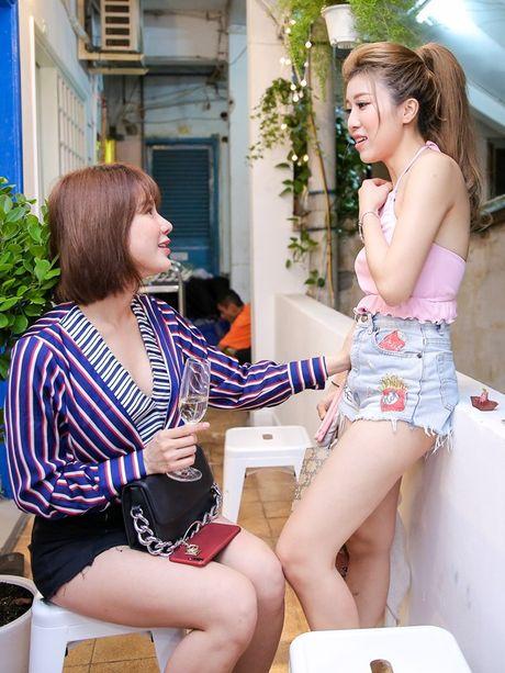 Tuong luon ne tranh chup anh chung, ai ngo Duong Khac Linh - Trang Phap lai tuoi cuoi tro chuyen cung nhau tai su kien - Anh 2
