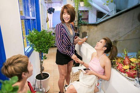 Tuong luon ne tranh chup anh chung, ai ngo Duong Khac Linh - Trang Phap lai tuoi cuoi tro chuyen cung nhau tai su kien - Anh 4