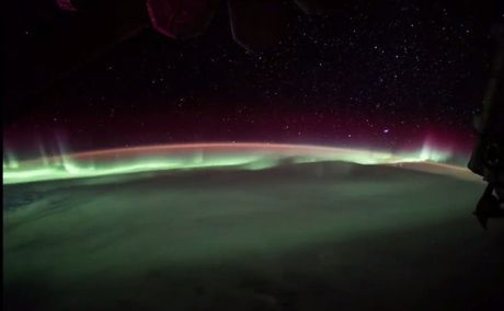 ISS ghi hinh hien tuong nam cuc quang hiem gap - Anh 1