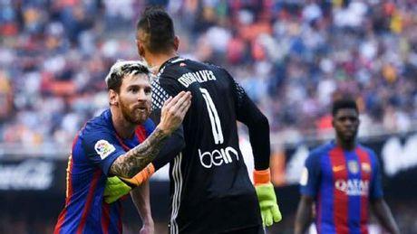 "Messi, Ronaldo tho phao: ""Hung than"" da roi La Liga - Anh 2"