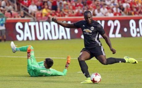 "MU thang nhoc: Mourinho ""cai"" trong tai khien Valencia bi duoi - Anh 2"